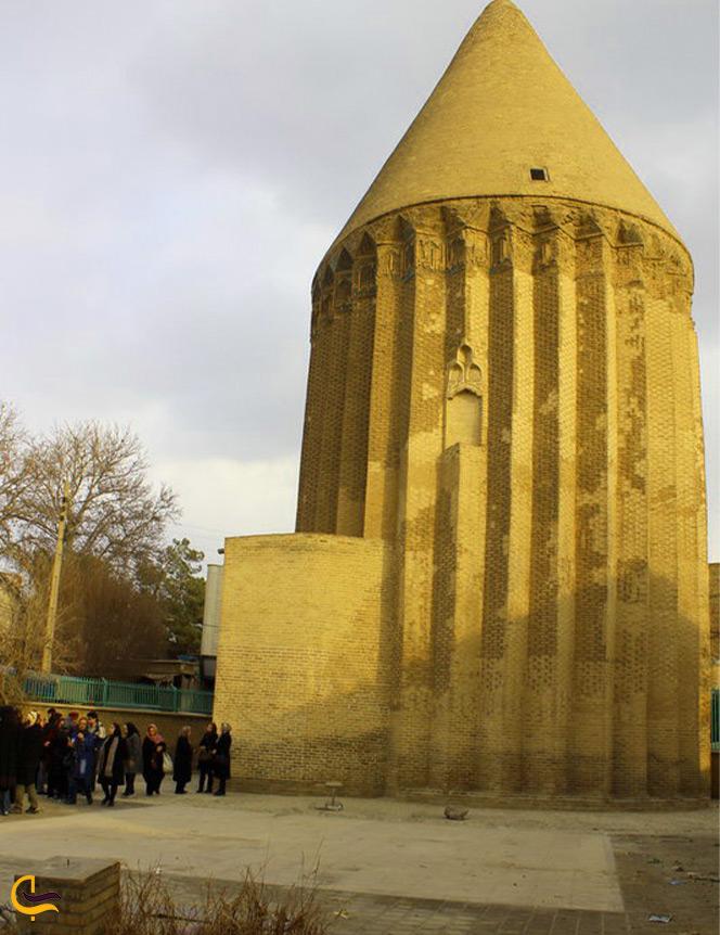 برج آرامگاه علاءالدین