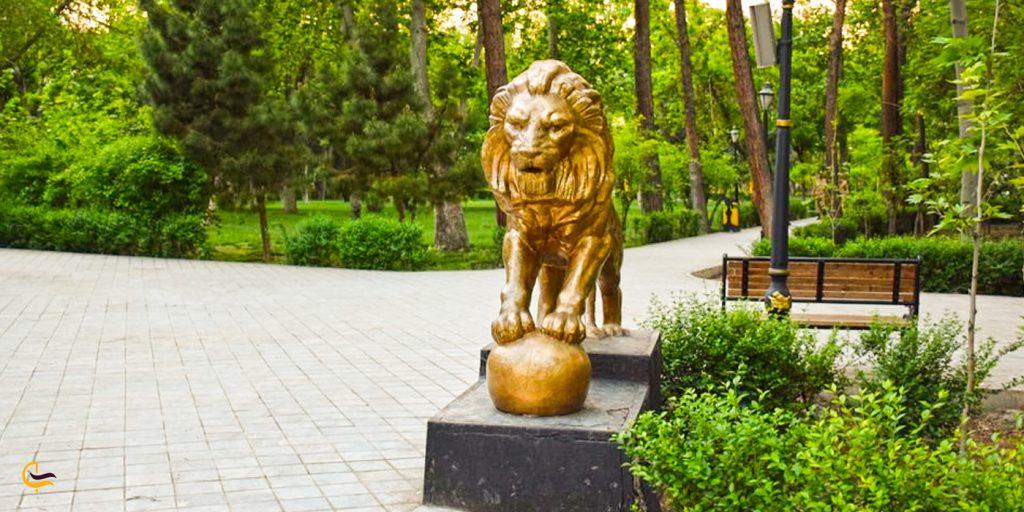 تندیس شیر سنگی در پارک تهران