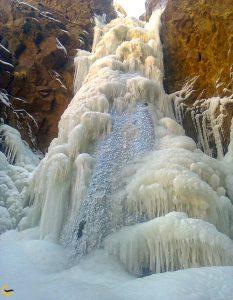 آبشار پیربالا در زمستان