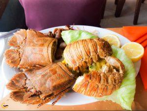 غذای دریایی در رستوران ساحلی میرمهنا