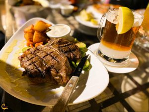 غذاهای فرنگی در رستوران رویال استار در جزیره کیش