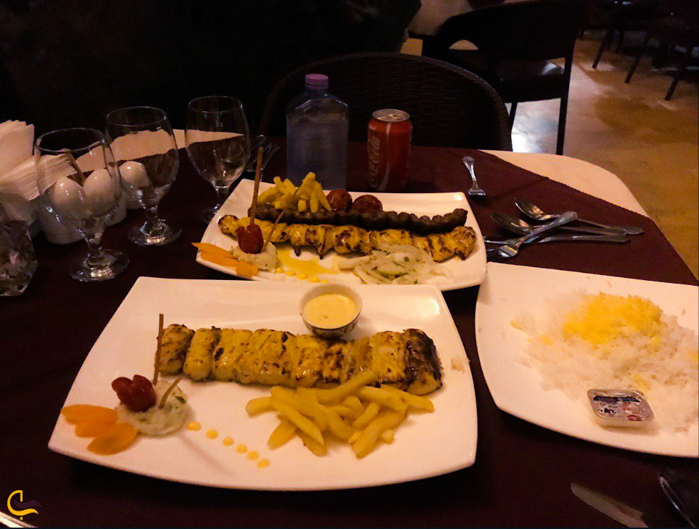 غذای فرنگی در رستوران کوه نور