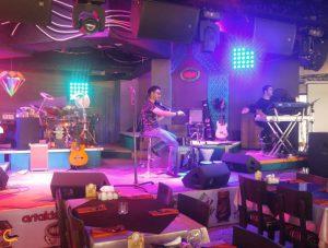 اجرای موسیقی زنده در رستوران میرمهنا