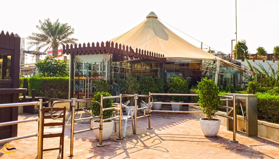 نمایی لز بیرون رستوران توتی فروتی
