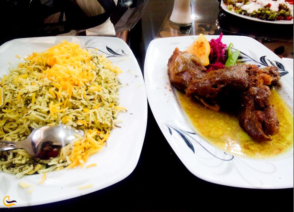 غذای خوشمزه در رستوران آب و برق در جزیره کیش