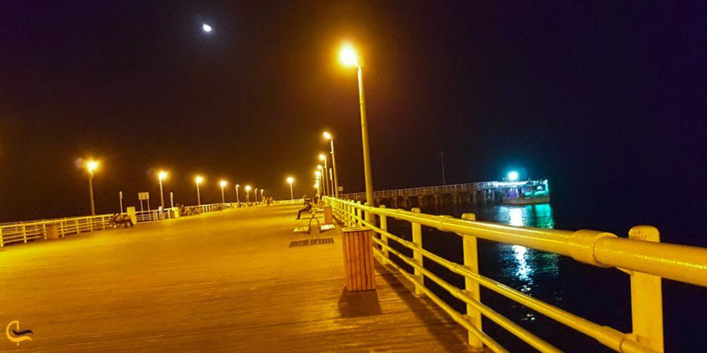 ساحل تفریحی در شب