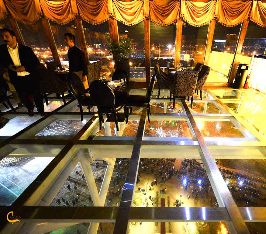 کف شیشه ای رستوران پدیده شاندیز در کیش