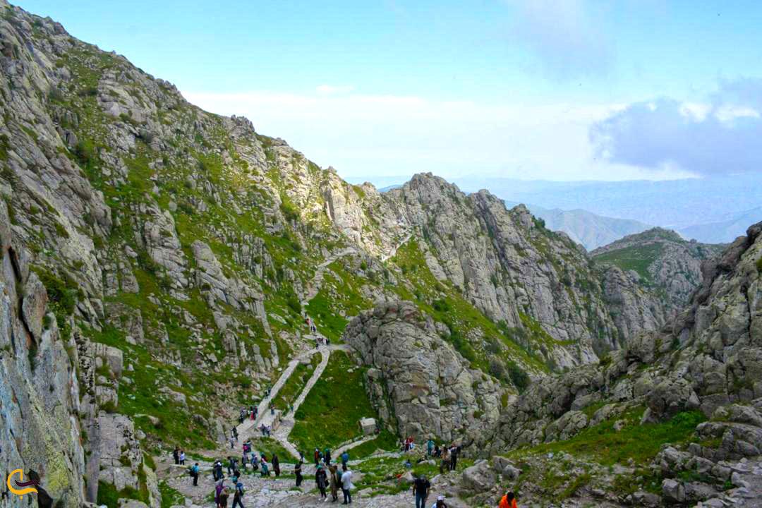 طبیعتگردی و کوهنوردی در مسیر قلعه بابک