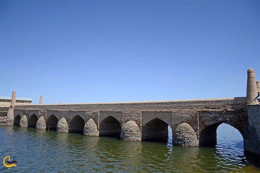 پل تاریخی کویر ورزنه