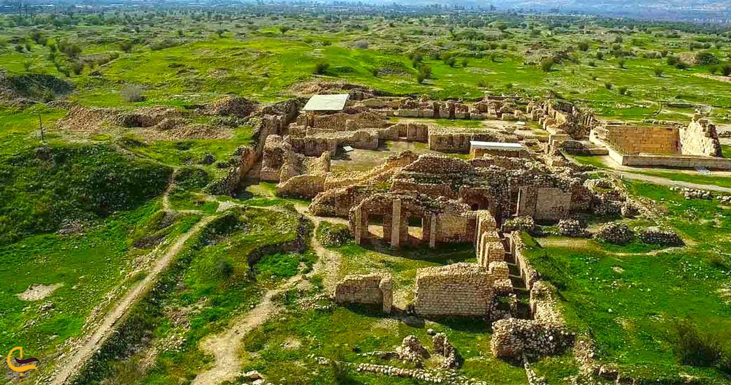 نمایی از بالای شهر باستانی بیشاپور
