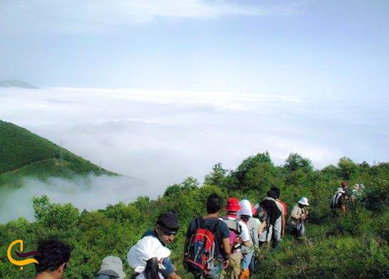 کوهنوردی در کوه های جنگل ابر