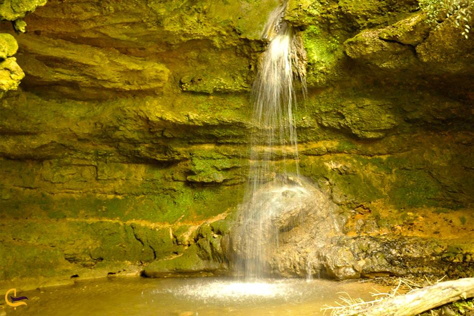 نمایی کلی از آبشار پلنگ دره
