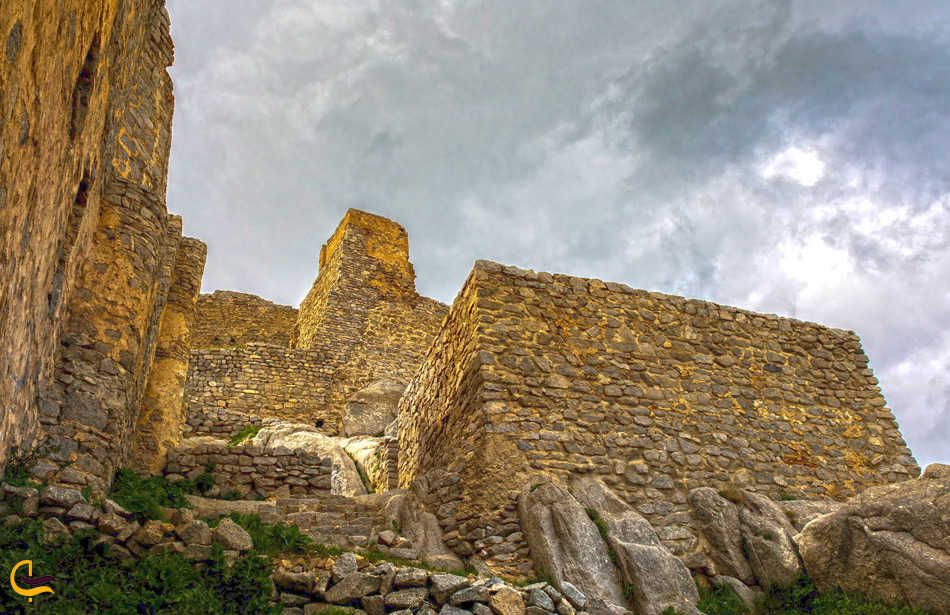 قلعه بابک از نمای نزدیک