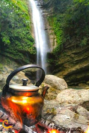 چای آتیشی کنار آبشار دارنو