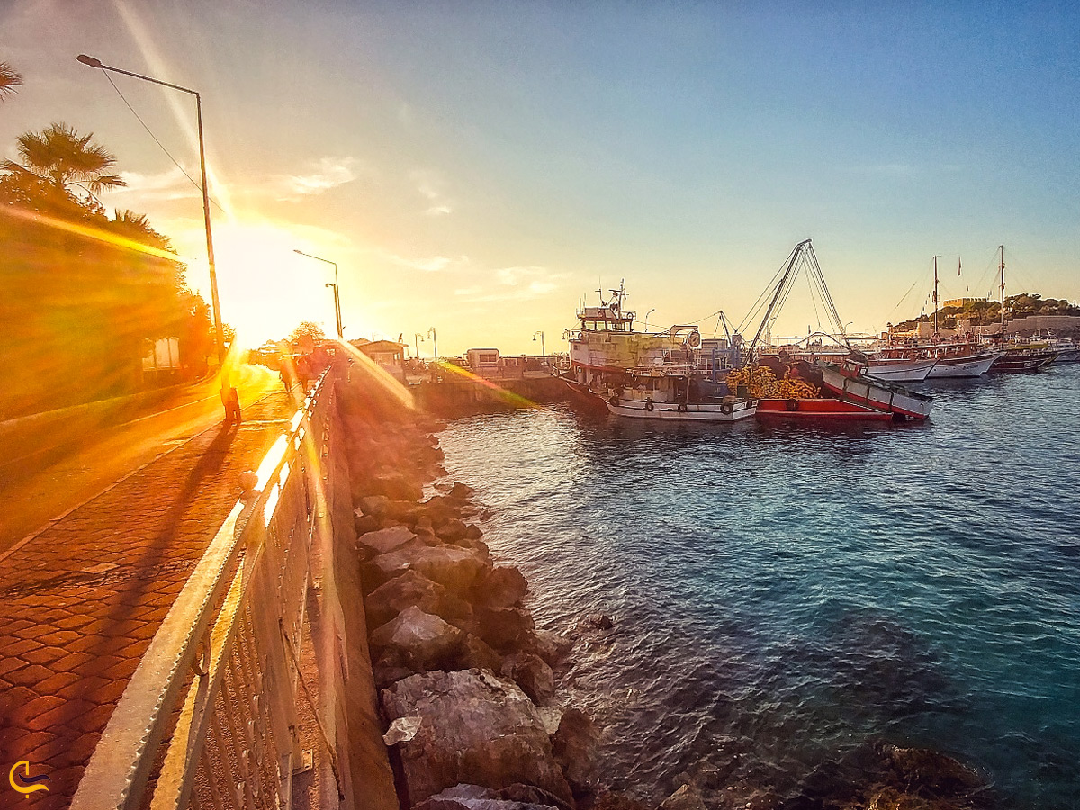 نمایی زیبا از غروب آفتاب در جزیره کوش آداسی