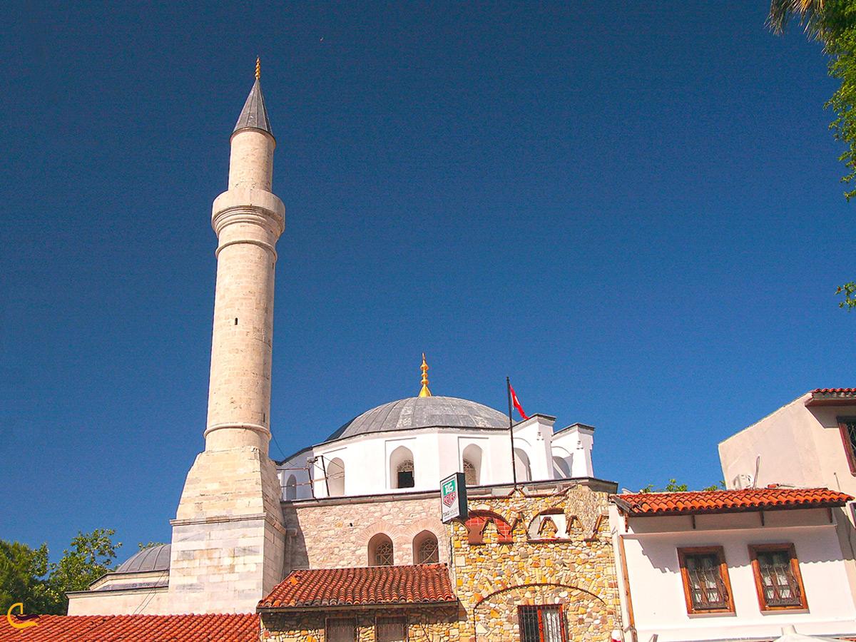 مسجد تاریخی کوش آداسی