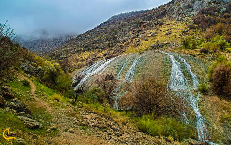 رودخانههای جاری از صخرههای دره شمخال