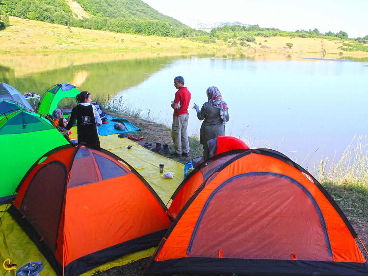 کمپینگ در اطراف دریاچه ویستان