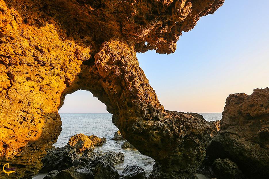 ساحل سنگی جزیره هندورابی