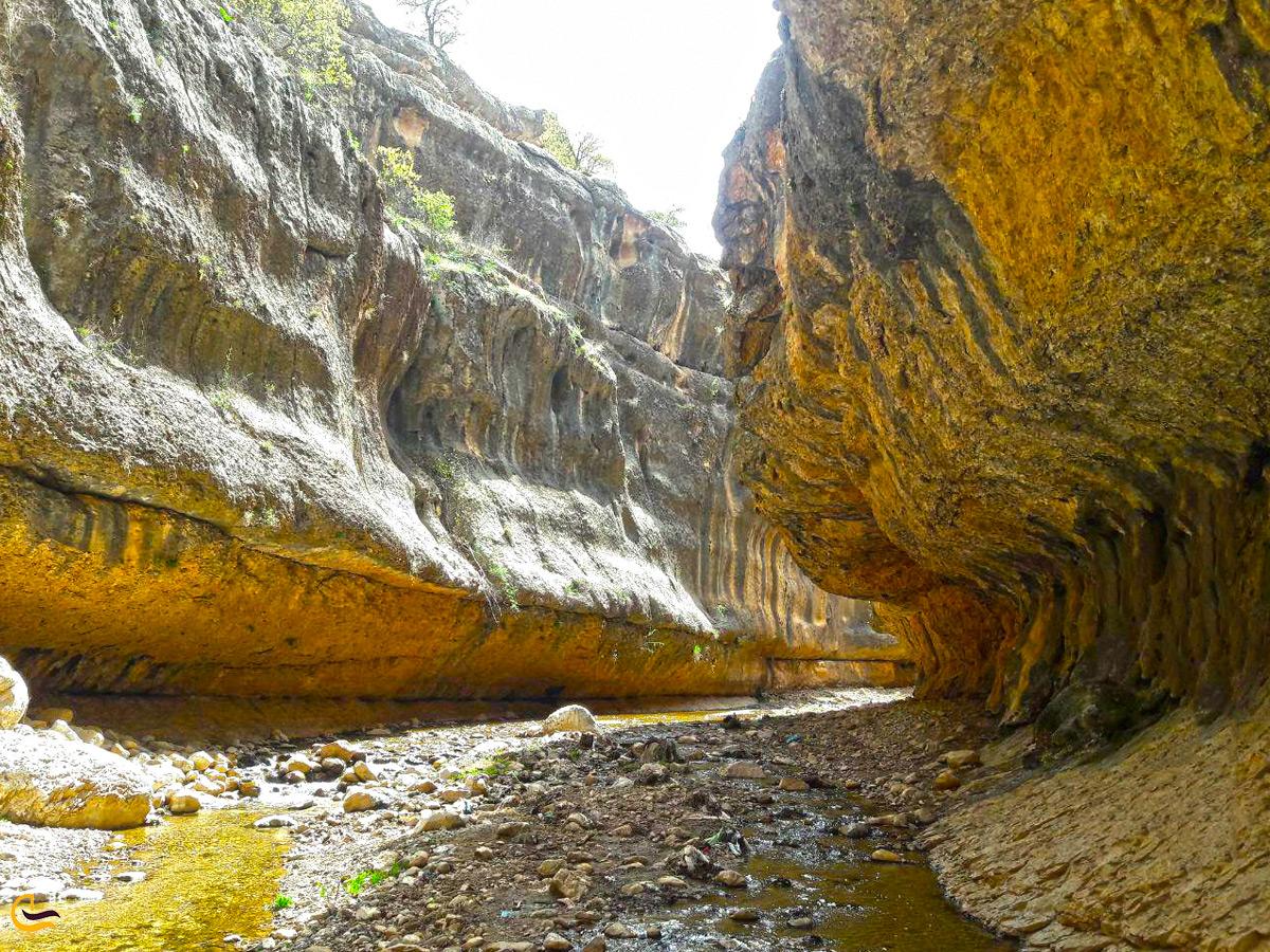 صخرههای عظیم در دره شیرز