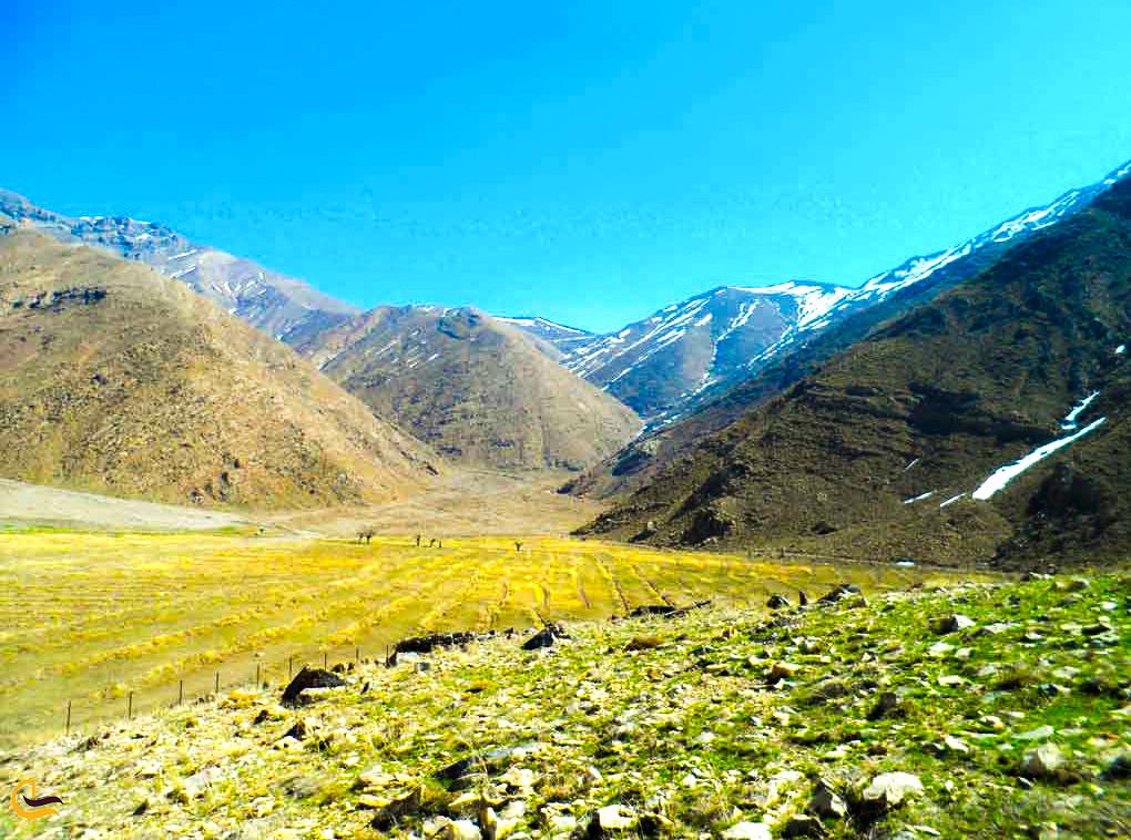نمایی از منطقه کوهستانی اطراف دشت هویج