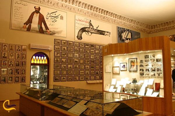 تصویر آثار به جامانده و با ارزش و مهم سینمای ایران در موزه سینما در باغ فردوس
