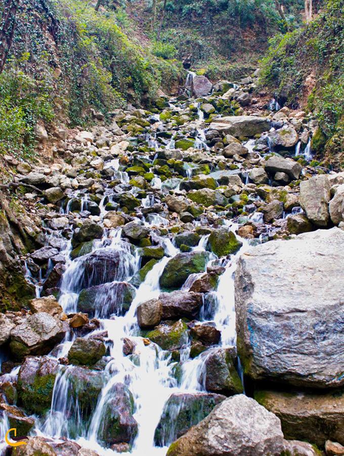 سنگریزههای آبشار آب پری