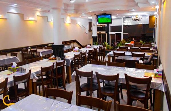 تصویر زیبای نمای داخلی و سالن رستوران و کبابی امید واقع در مشهد