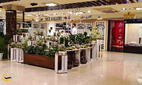 نمای گل و گیاه فروشی در پاساژ ونک