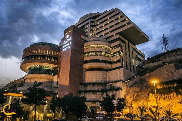 تصویر باشکوه هتل گرند از نمای کلی