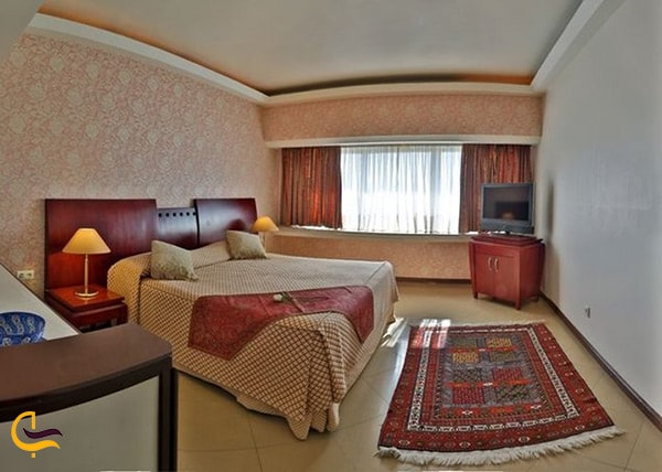 تصویر نمای کلی اتاق های شیک و ساده و مجهز به تمامی امکانات در هتل هما شیراز