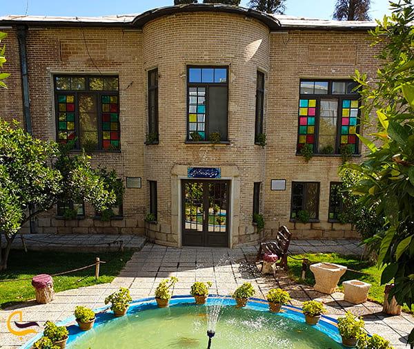 تصویر فوق العاده زیبا از نمای بالا هتل و اقامتگاه خانه باغ ایرانی در شیراز