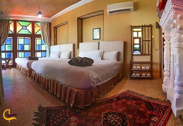 تصویر اتاق بزرگ و دلباز در هتل نیایش شیراز