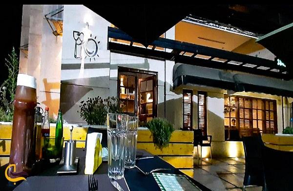 تصویر نمای زیبای ساختمان رستوران لیو در مشهد