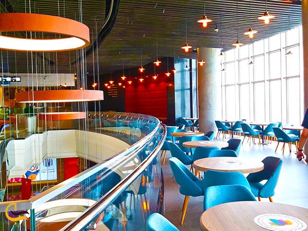 تصویری از رستوران زیبا در طبقات بالا مرکزخرید اپال