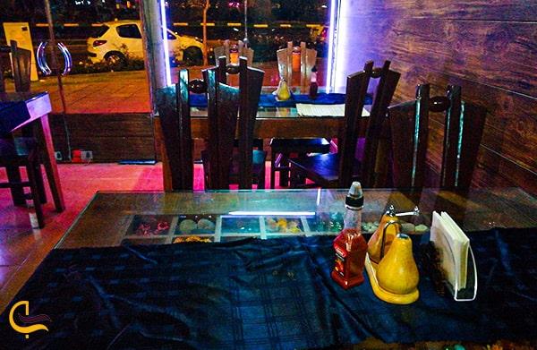 تصویر نمای داخلی رستوران خانه استیک تنور واقع در مشهد