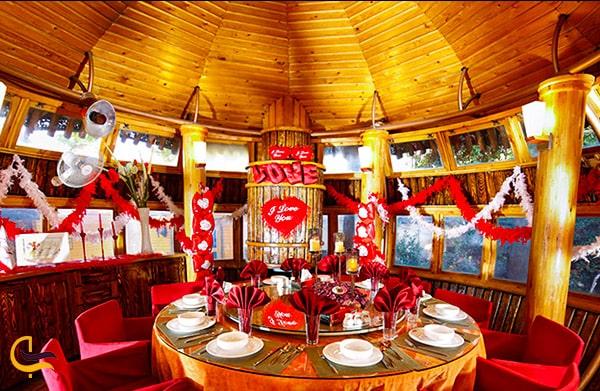تصویر زیبای نمای داخلی آلاچیق های رستوران تشریفات مشهد
