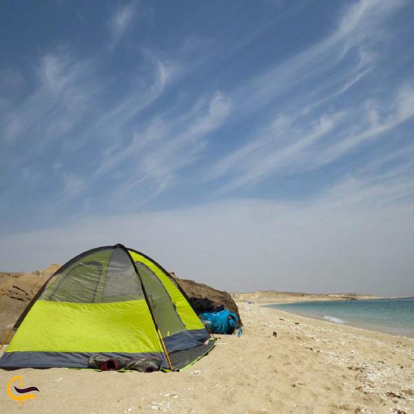 اقامت و کمپینگ در ساحل جزیره هنگام