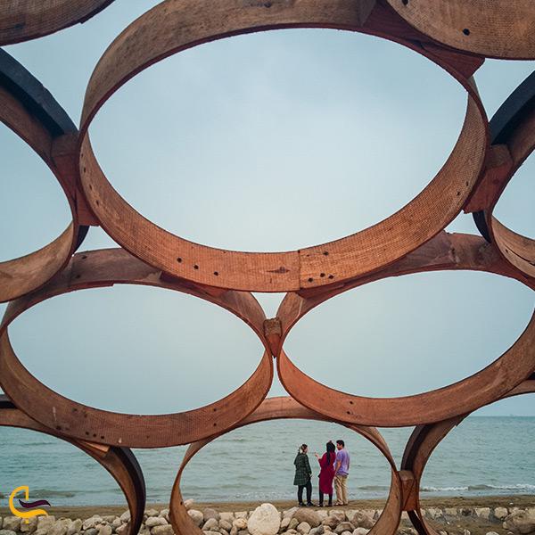 تصویر زیبای المان های پارک ساحلی سورو