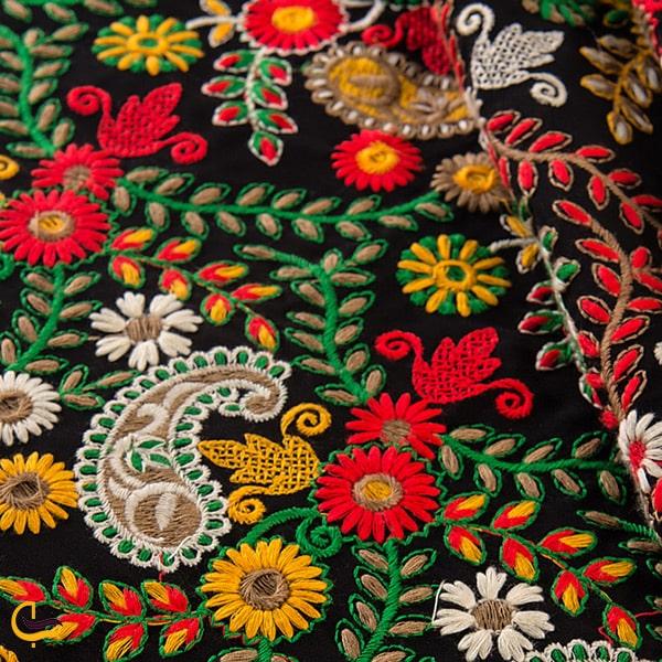سوزن دوزی های زیبا پارچه های مانتویی و لباس محلی صنایع دستی استان سیستان بلوچستان و سوغات سراوان