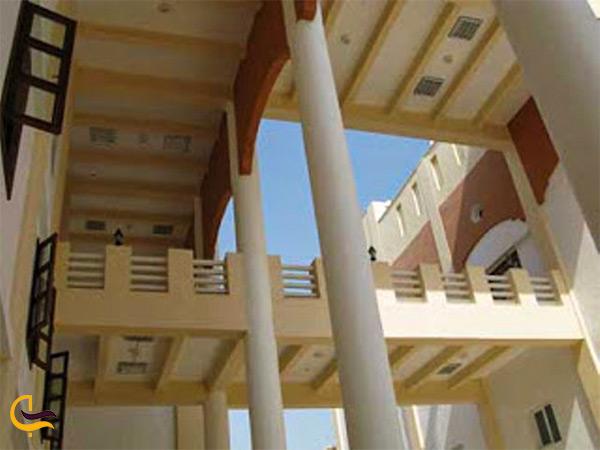 گچبری ها و نمای داخل مسجد جامع اهل سنت بندرعباس