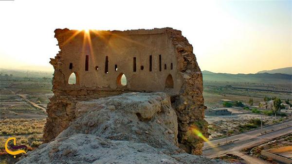 نمای نزدیک قلعه فین قلعه دیده بانی تاریخی در بندرعباس