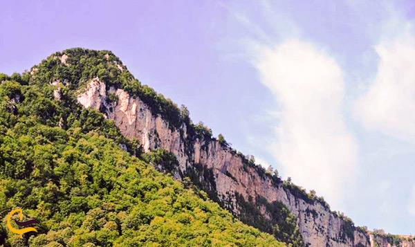 قله های سرسبز و باصفا در جنگل گلستان