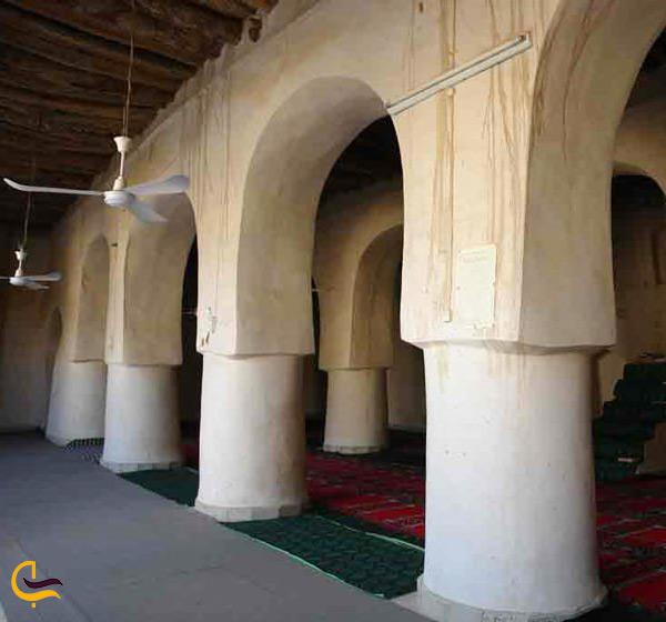 نمای داخل مسجد جامع دزک در شهرستان سراوان
