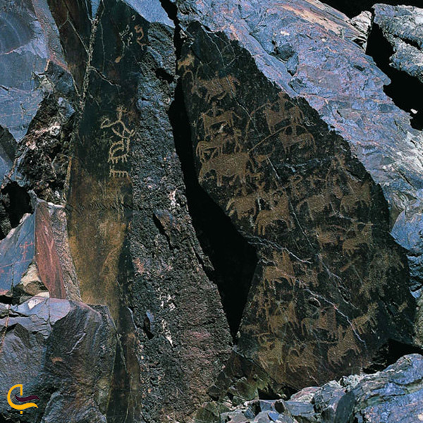 سنگ نگاره های تمدن بشری در شهرستان سراوان