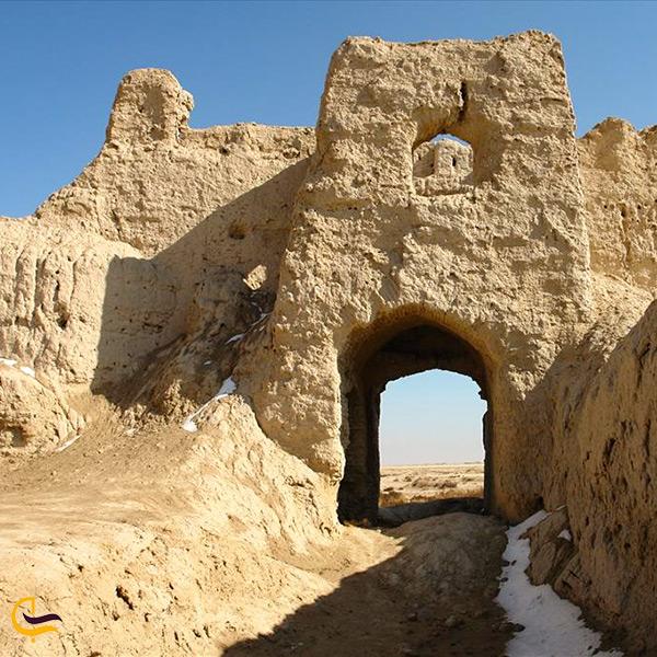 قلعه رستم از جاذبه های دیدنی زابل