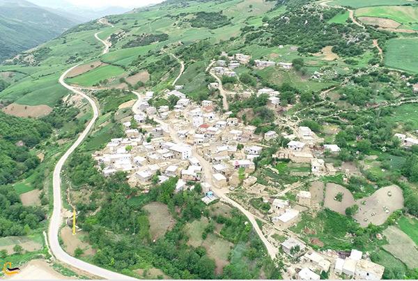 نمای از بالای روستای زیبای پادلدل در گالیکش استان گلستان
