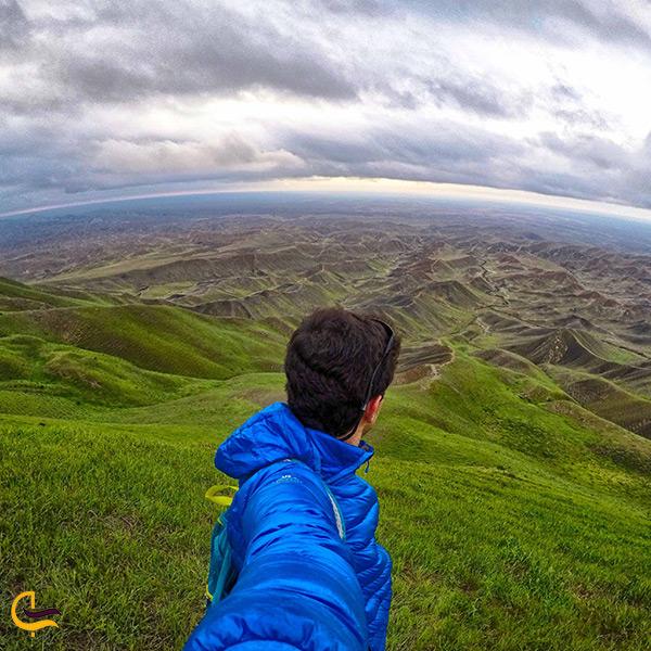 تصویر زیبای تپه ی ماهور هزار دره در فصل بهار
