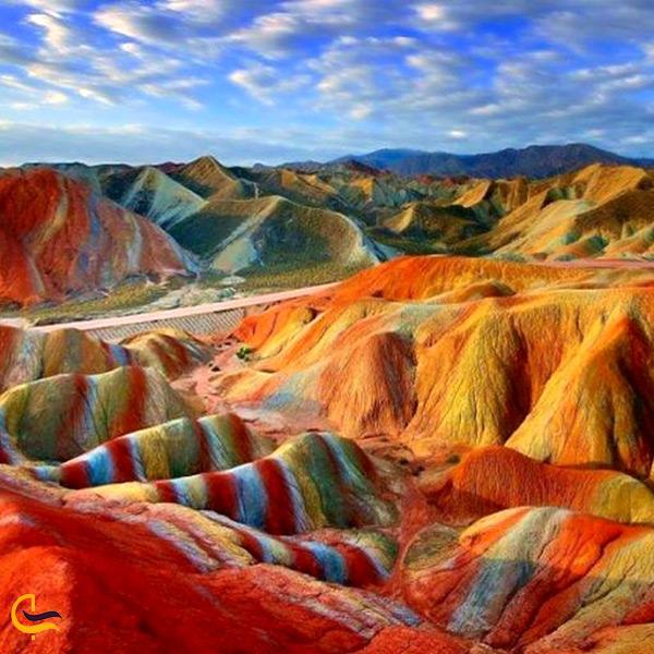 تصویر زیبای کوه های رنگین کمانی گلک