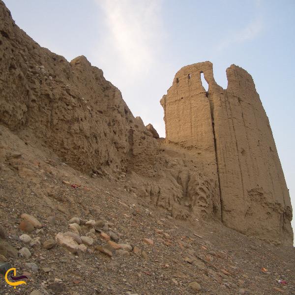 قلعه هزاره از دیدنی های باستانی شهر میناب